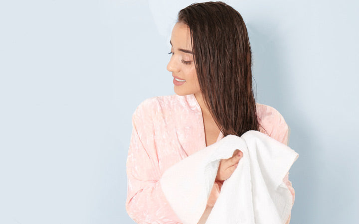 How To Towel-Dry Your Hair The Right Way? – SkinKraft