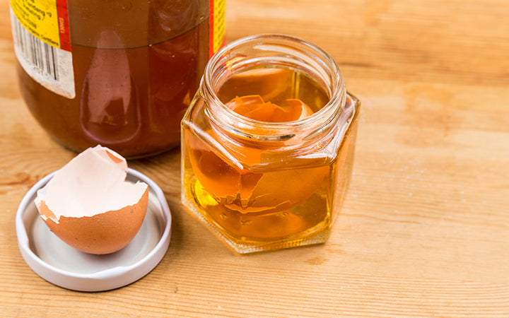 egg shell soak in apple cider vinegar as home remedy to relieve itchy skin