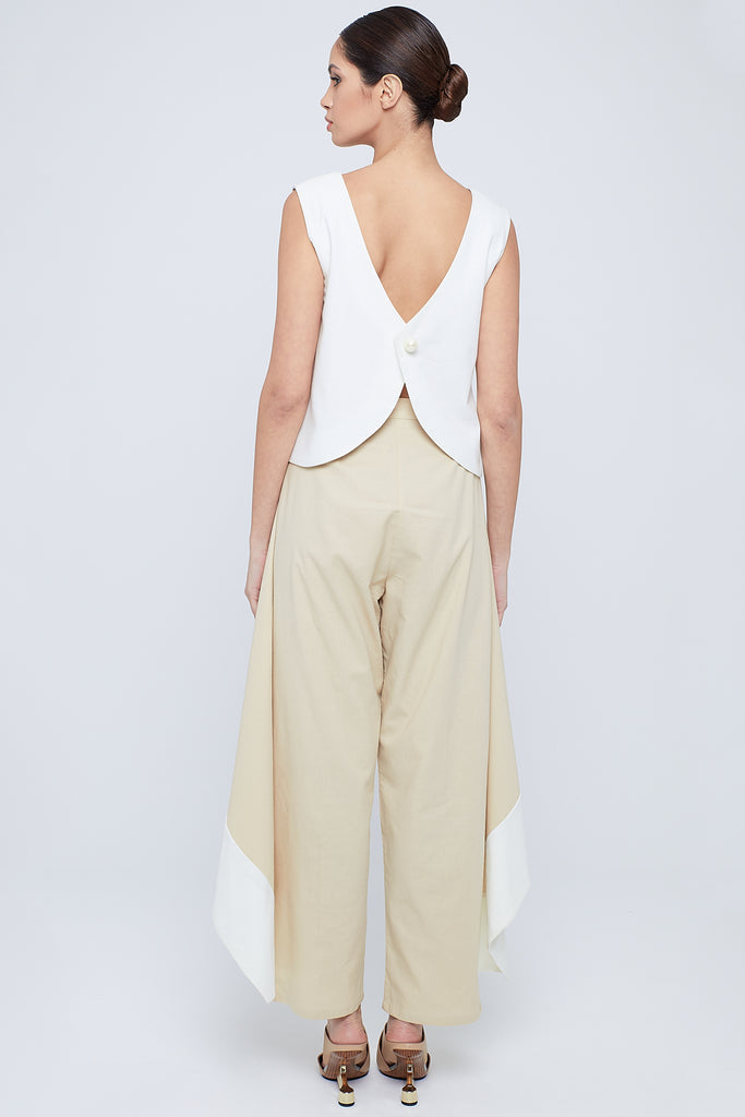 Two-toned linen cigarette  pants covered with frills