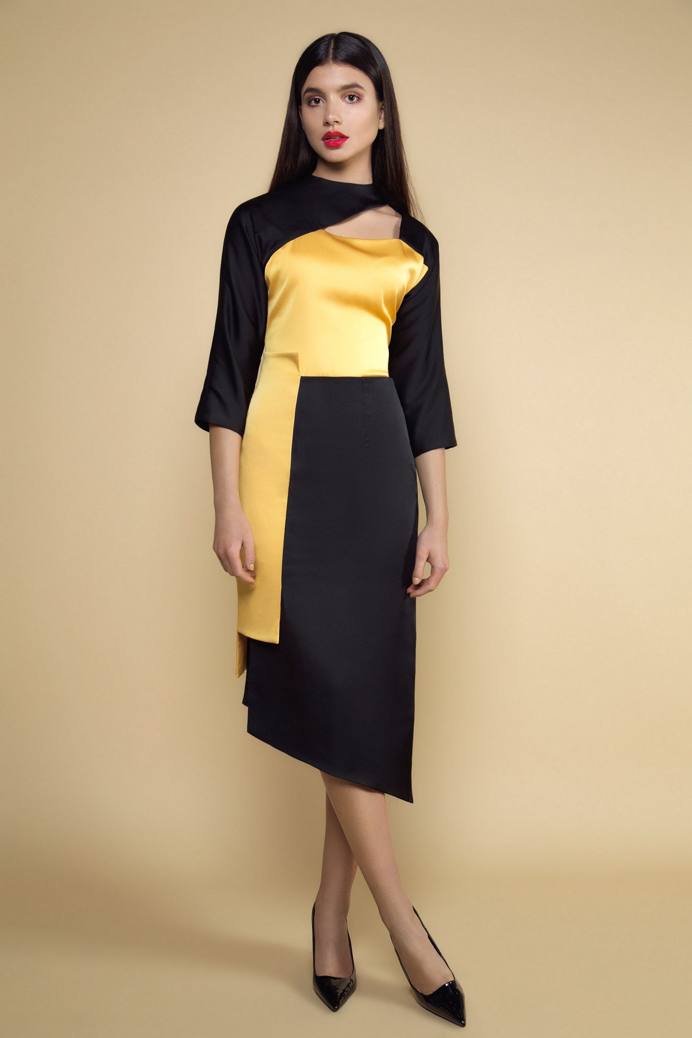 Neckline-baring Top and Two-tone Uneven Hem Skirt