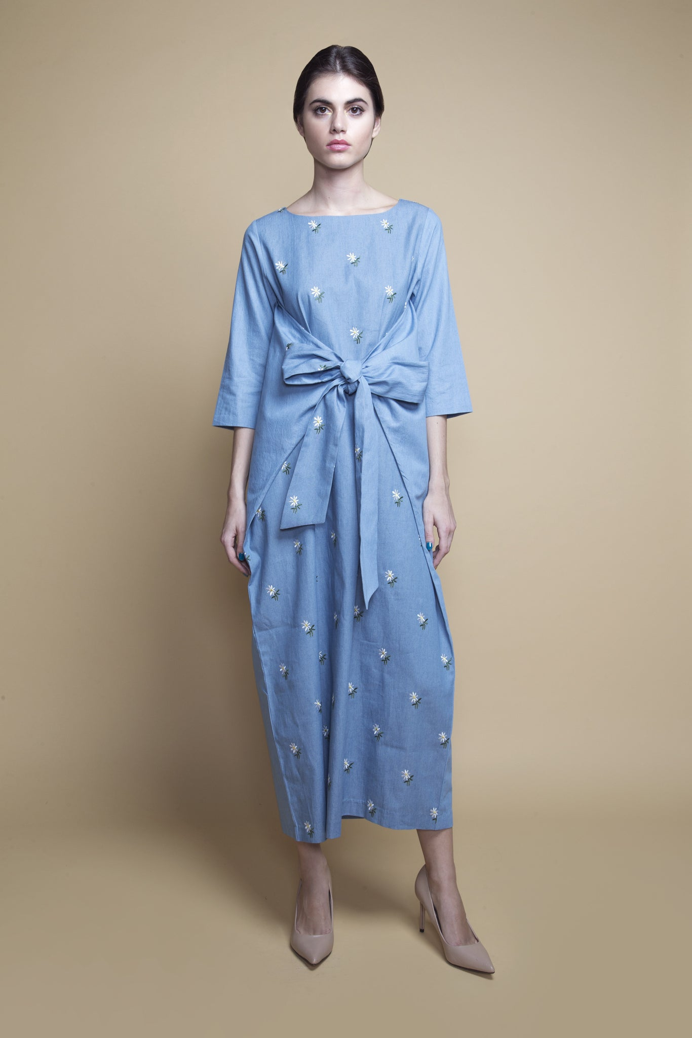 Front-Bow Daisy-Embroidered Kaftan