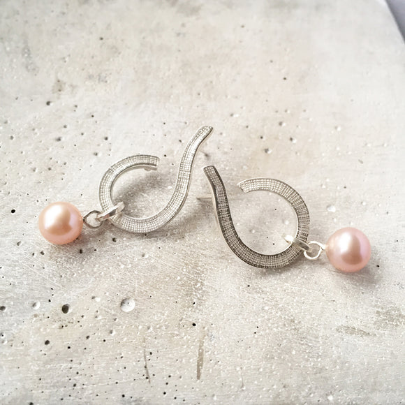Swirl Hoops with natural Freshwater Pearl