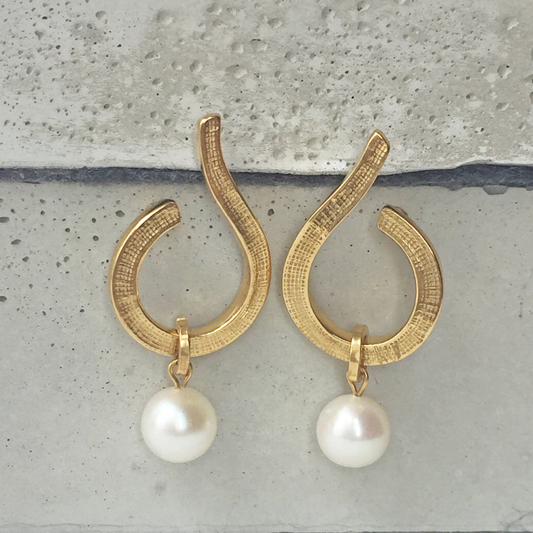 Swirl Hoops With Freshwater Pearl Gold