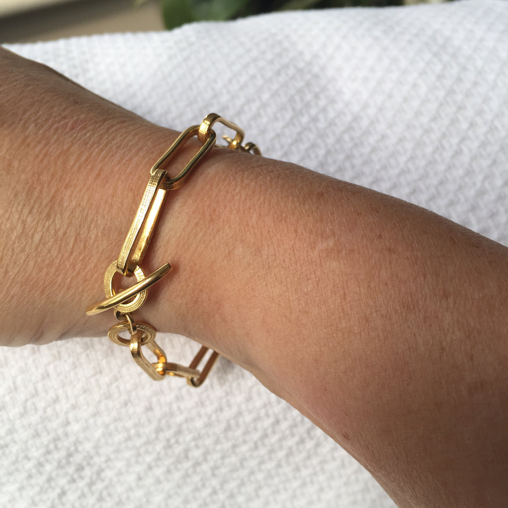 Chunky T Bar Bracelet Gold