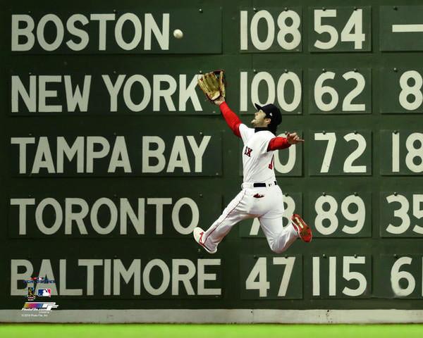 "*SHIPS 11/15* Andrew Benintendi ""World Series Catch"" (2018) Boston Red Sox Premium Poster Print - Photofile 16x20"