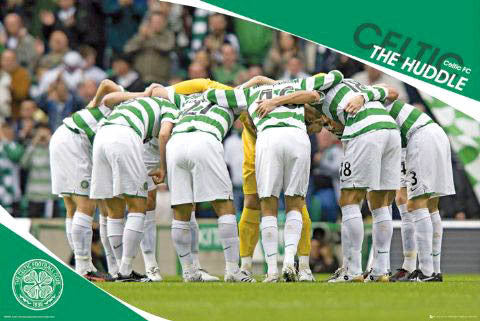 "Glasgow Celtic FC ""The Huddle"" Official SPL Soccer Poster - GB Posters (UK)"
