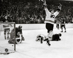 "Bobby Clarke ""Goal"" (1975 Stanley Cup Semifinals) Philadelphia Flyers Poster Print - Photofile"