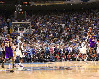 "Derek Fisher ""Clutch"" (2009 Finals Game 4) Los Angeles Lakers Premium Poster Print - Photofile 16x20"