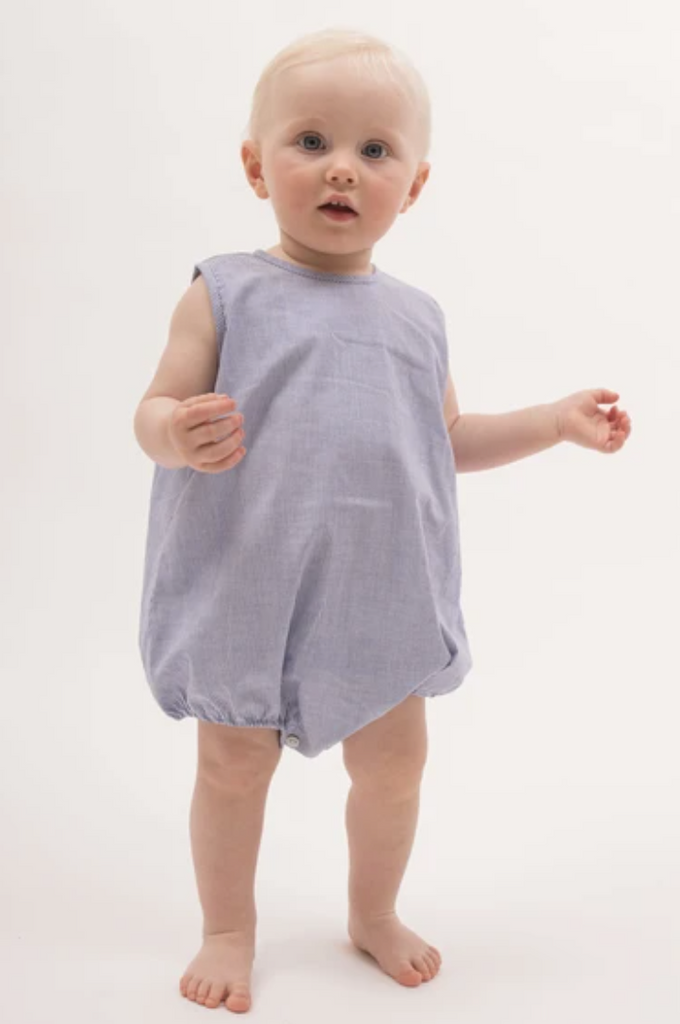 How to dress babies for hot weather