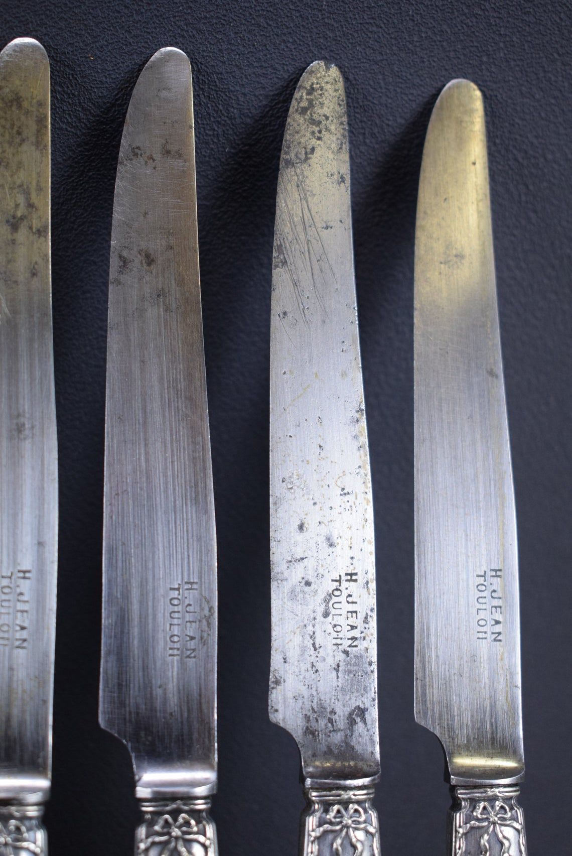 Set of 12 Knives - Charmantiques