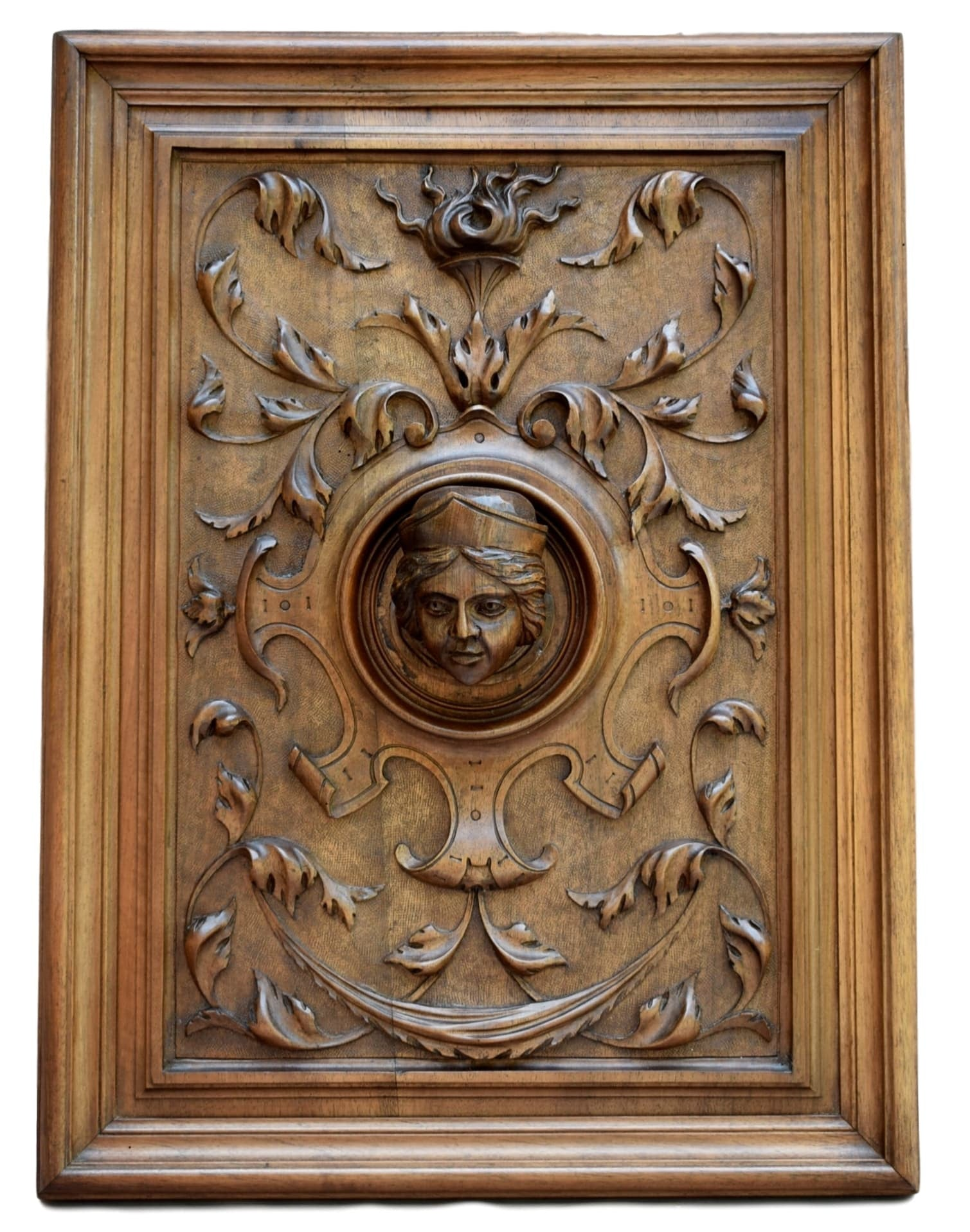 Carved Wooden Panel: the Queen - Charmantiques