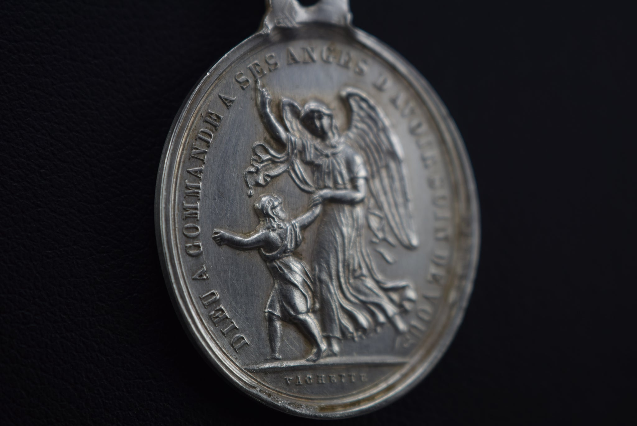 Vachette Guardian Angel Medal - Charmantiques