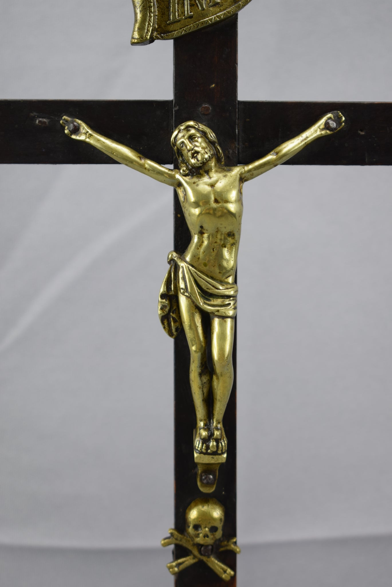 19th.C Standing Crucifix - Charmantiques