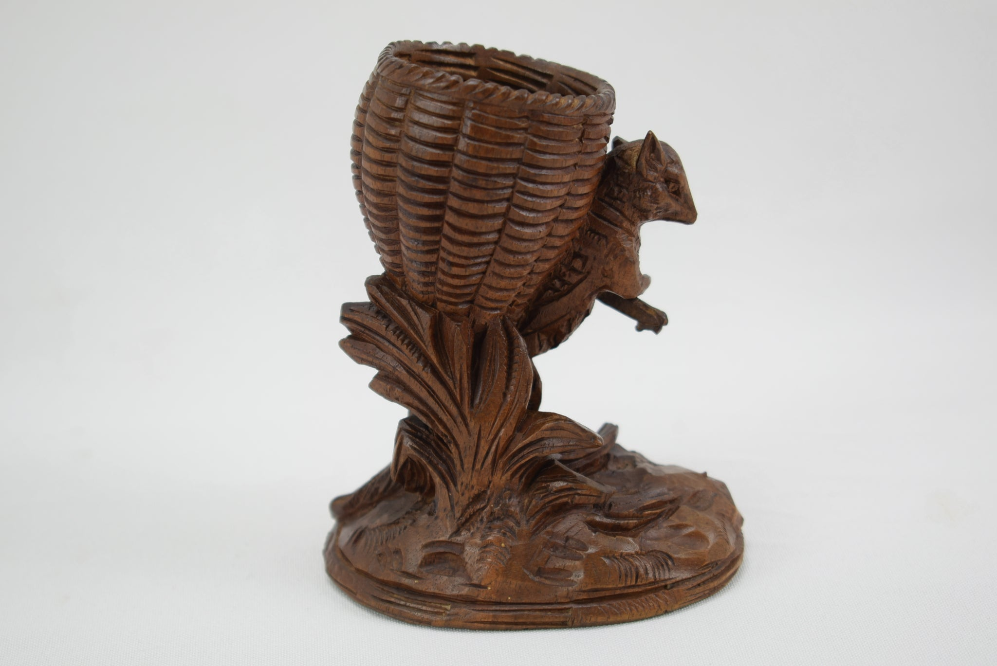Black Forest Squirrel Holder - Charmantiques