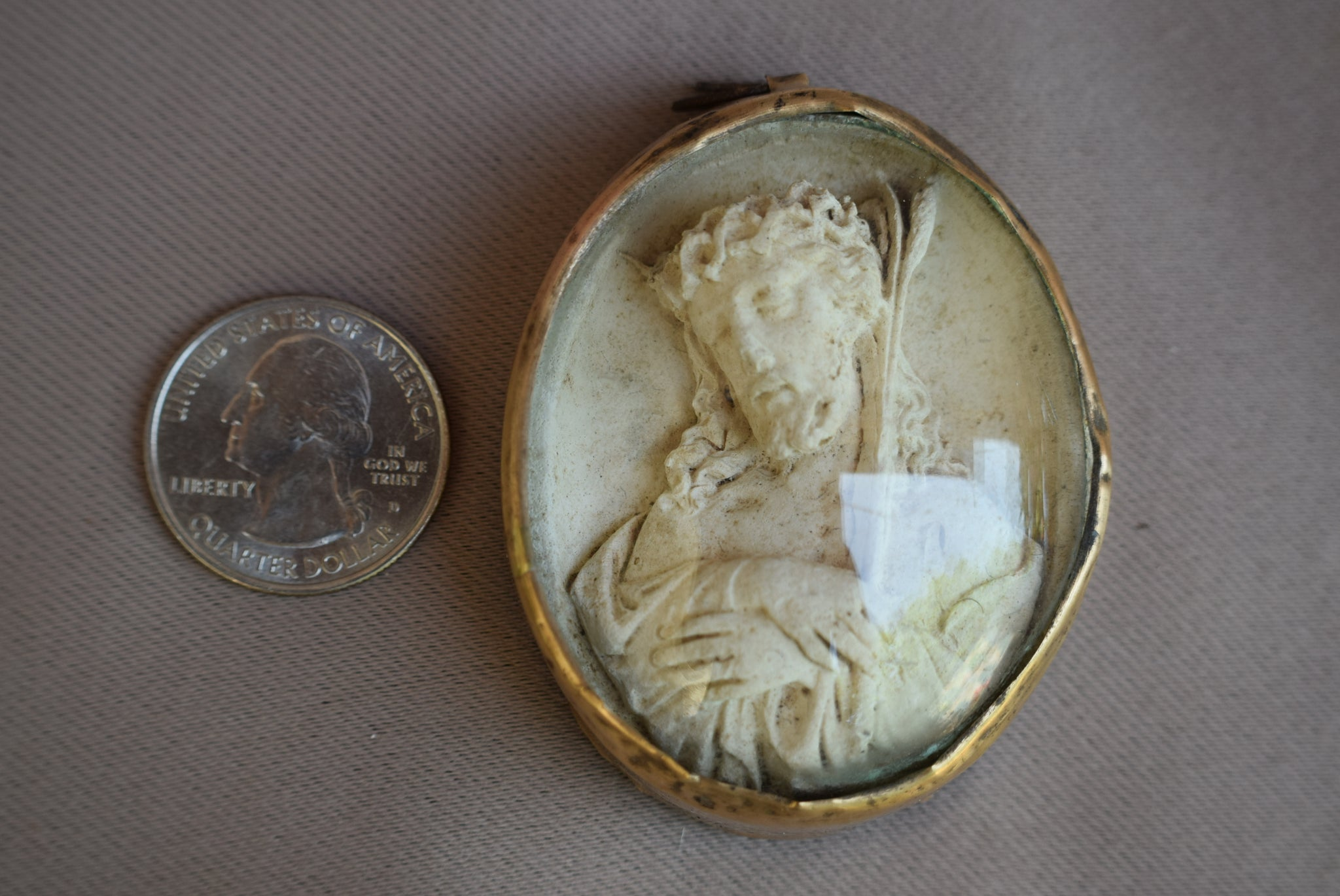 Jesus Christ Medallion - Charmantiques