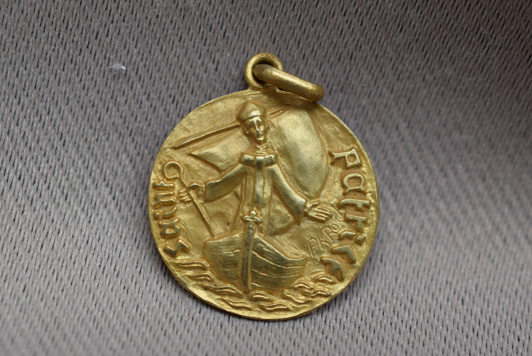 Saint patrick patron of ireland medal by ph roch charmantiques saint patrick medal french religious vintage gold medal pendant charm by philippe roch modernist aloadofball Images