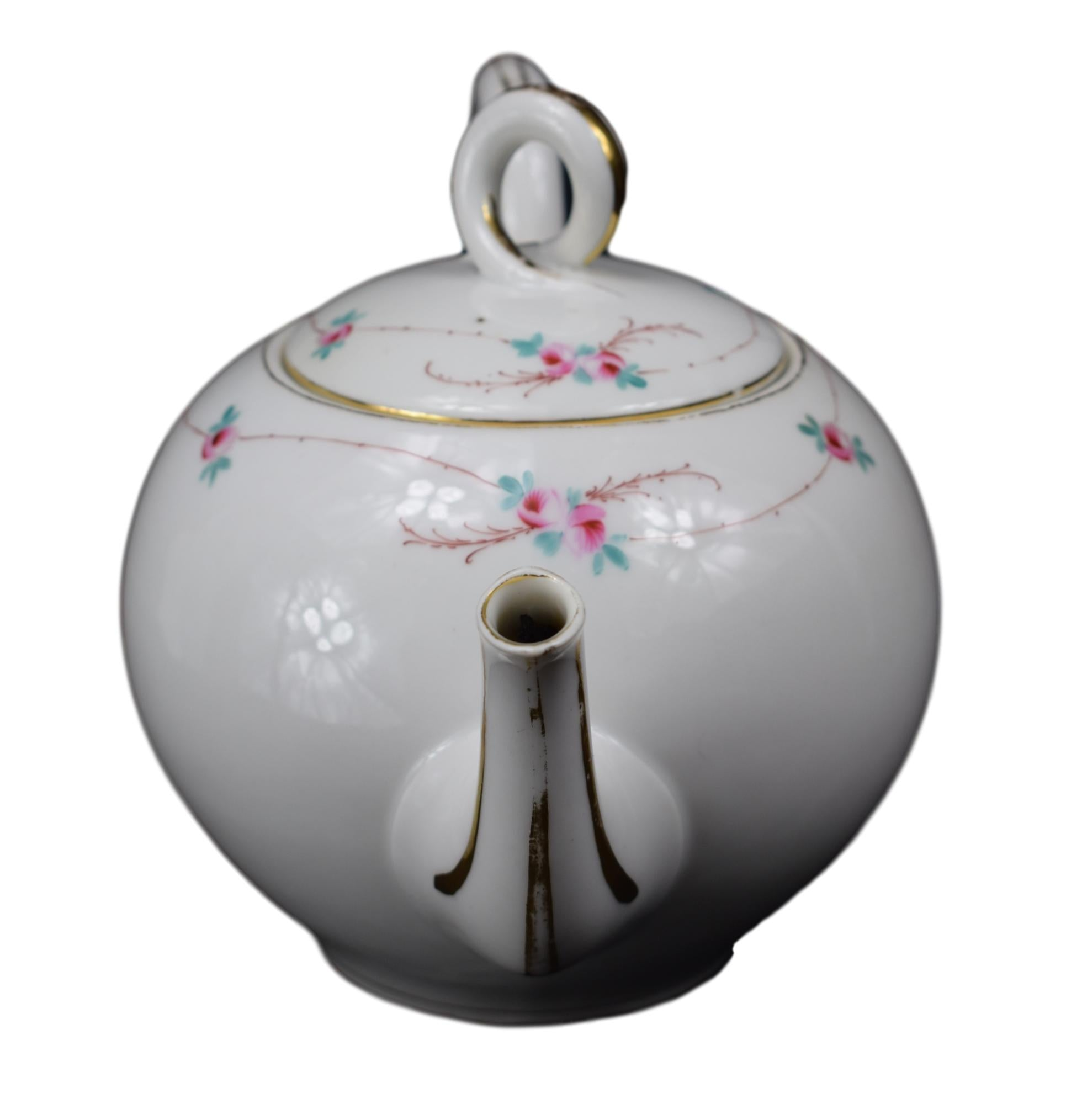 19th.C Paris Porcelain Tea Pot - Charmantiques
