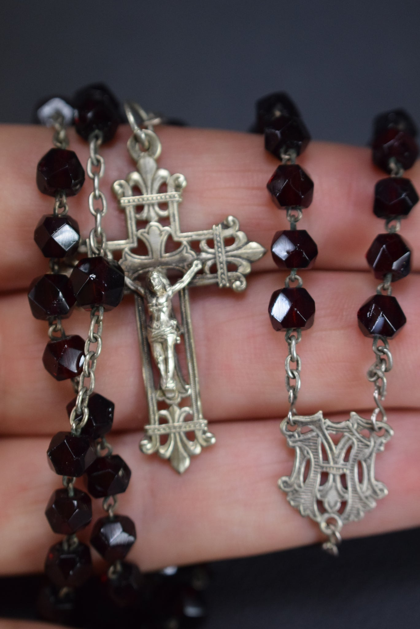 Red Rosary - Charmantiques