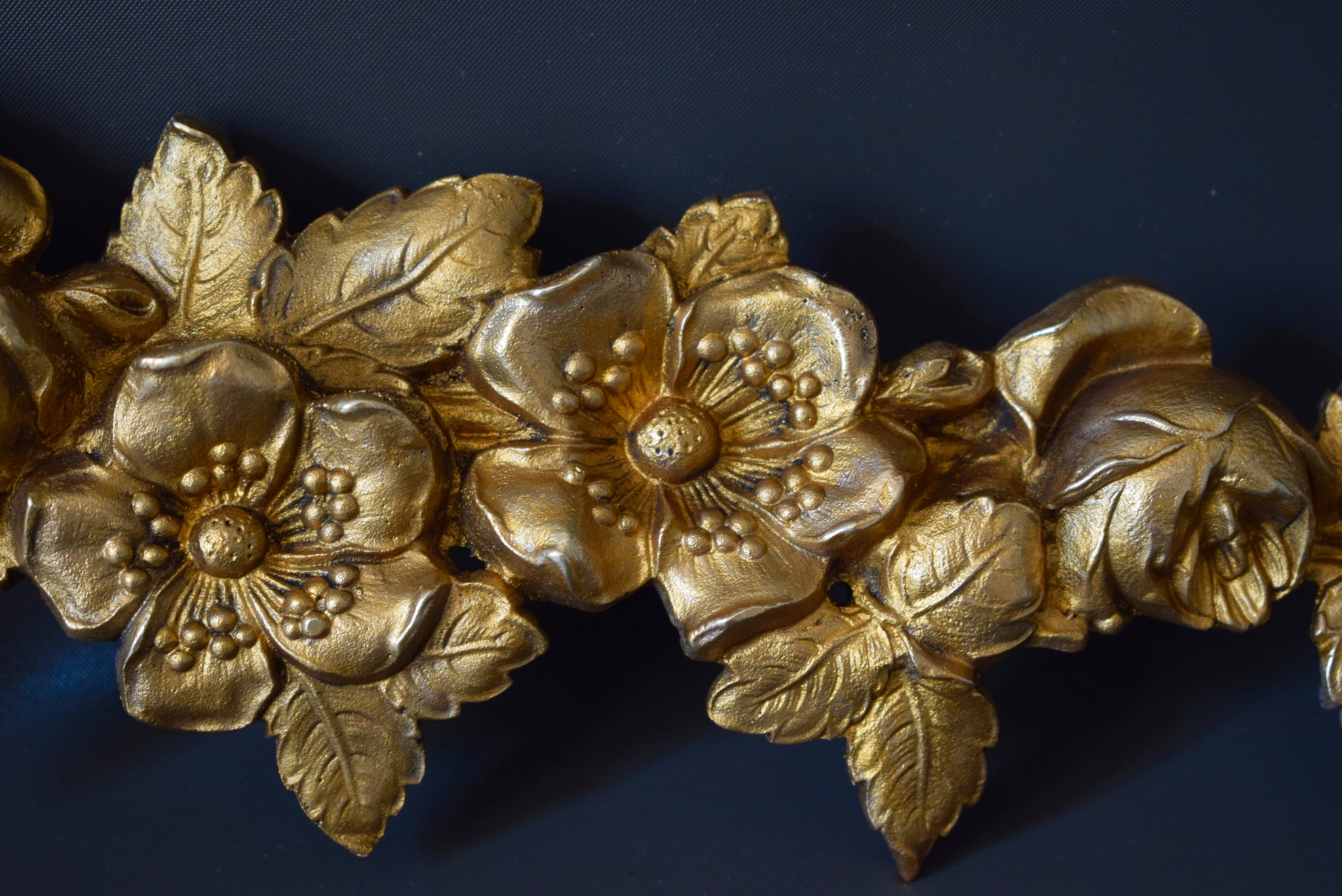 Garland of Flowers Pediment 2 - Charmantiques