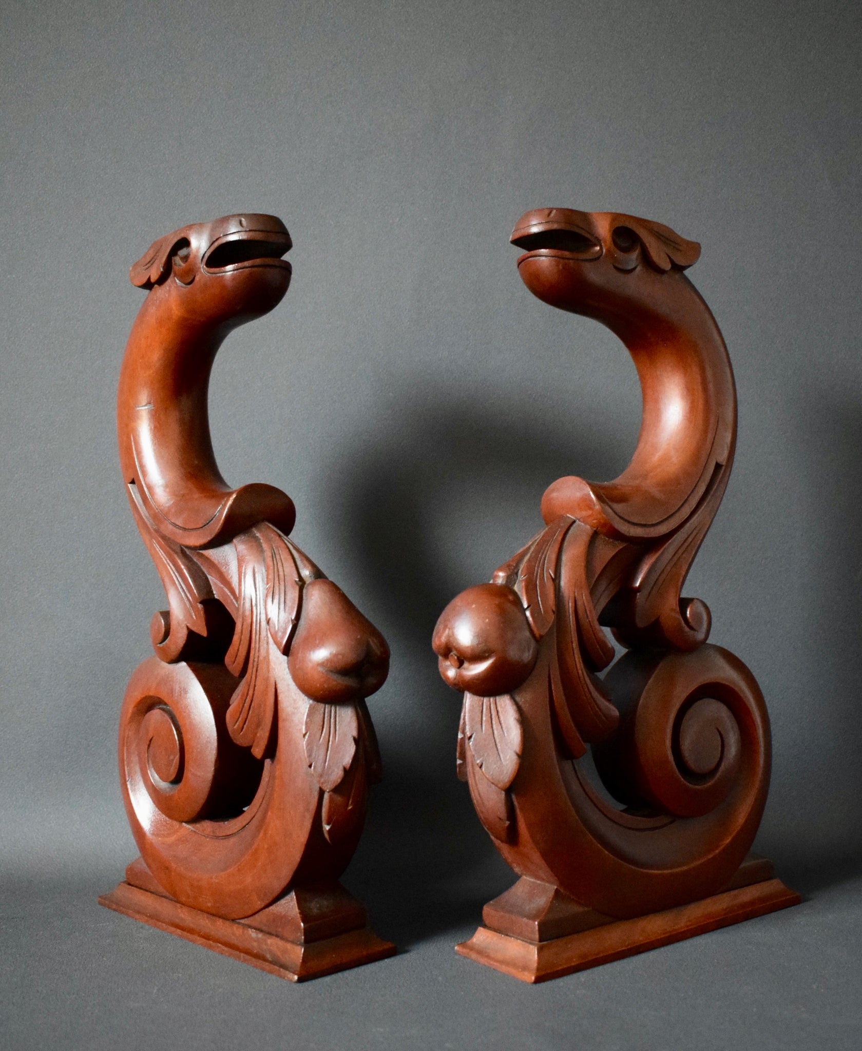 Griffin Wood Support - Charmantiques