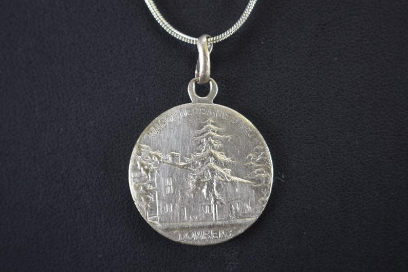 Saint Joan of Arc House Medal - Charmantiques