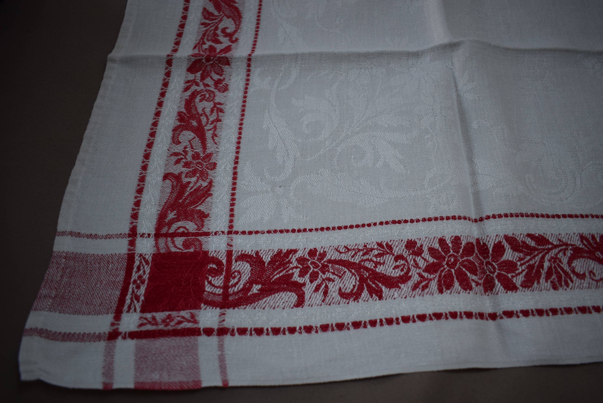 Set of 12 French Antique Damasse Linen Napkins and Tablecloth - Charmantiques