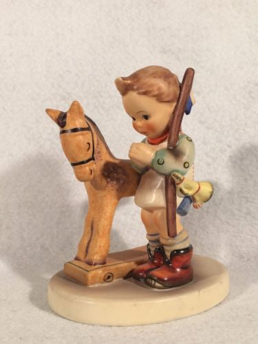 "Goebel Hummel Figurine TMK5 #20 ""Prayer Before Battle"" 4"" Tall"