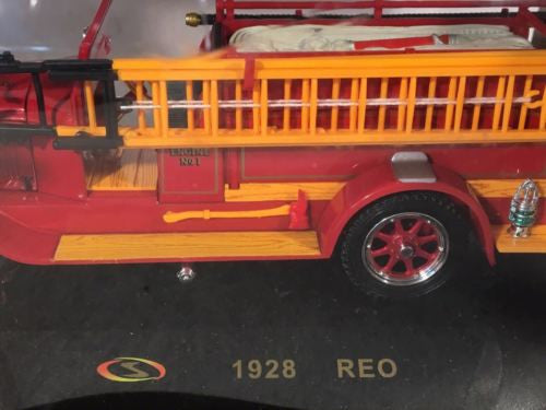 Signature Models - 1928 Reo Pleasant Plains Chicago Fire Dept - Engine No 1   - TvMovieCards.com