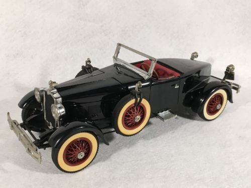 DANBURY MINT 1:24 Diecast Car 1927 Stutz Black Hawk   - TvMovieCards.com