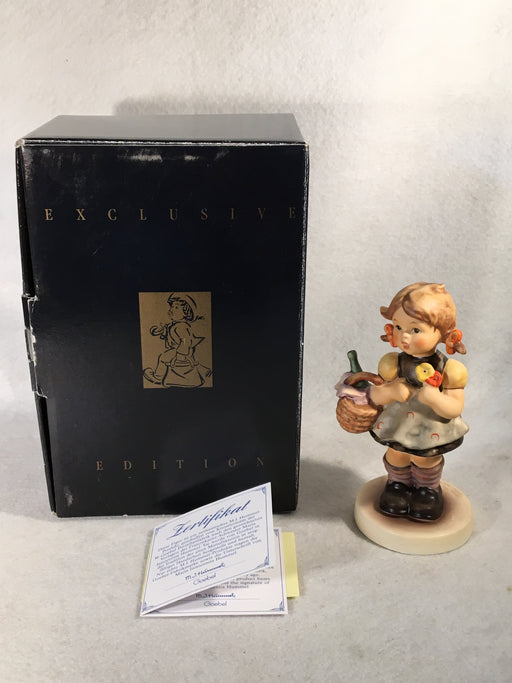 "Goebel Hummel Figurine #563 ""Little Visitor"" TMK7 5 1/8""   - TvMovieCards.com"
