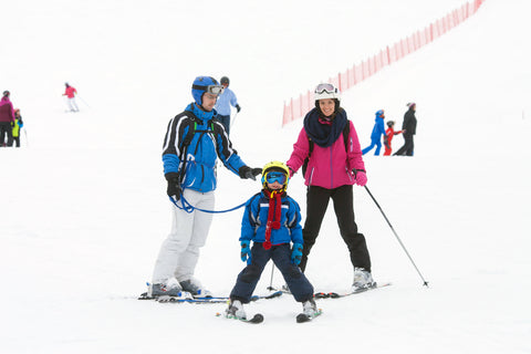 parawild-helmet-accessories-teach-children-to-ski-using-leash-and-edgie-wedgie