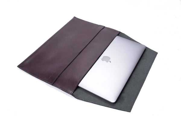 The Camden Lock - Apple Sleeve in Aubergine