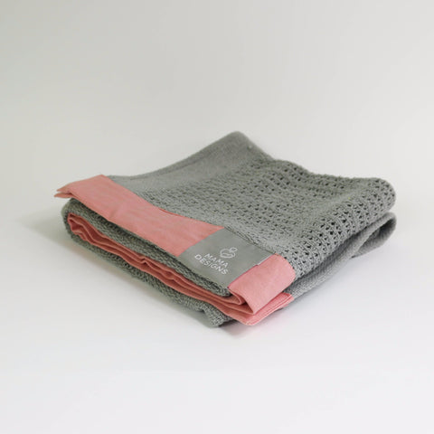 Cellular blanket grey with pink trim