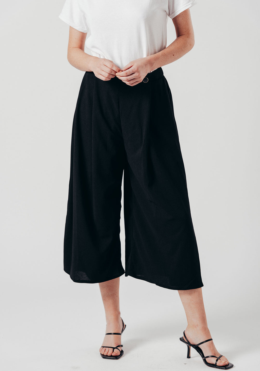 Pleated High Waist Cropped Trouser With Buttons