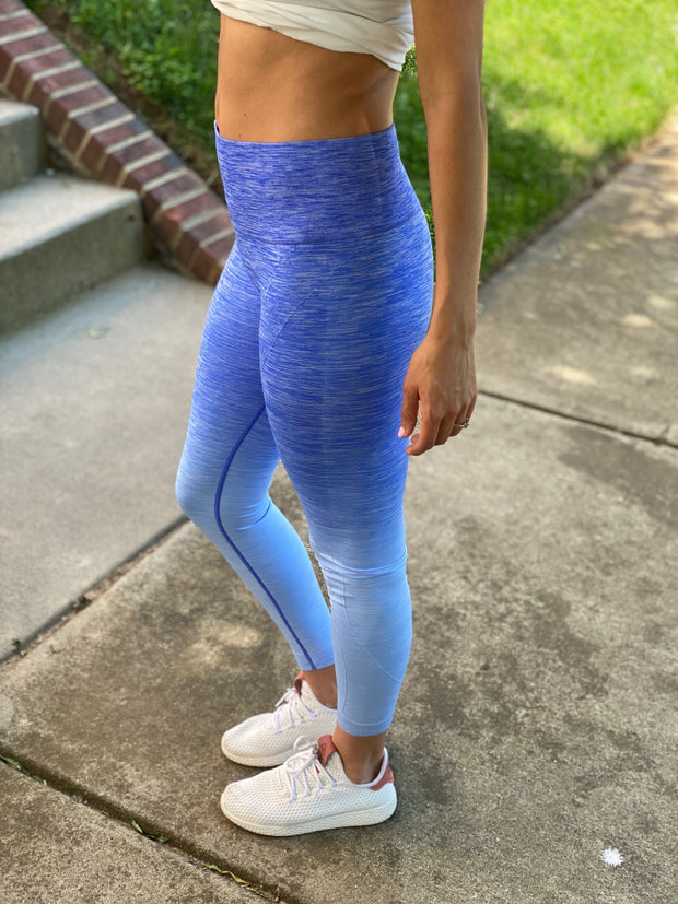 Maternity + Postpartum Active Compression Leggings in Blue Ombre