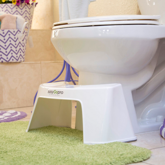 "<img src=""toiletstool.jpg"" alt=""white easyGopro with a green rug at the base of the toilet in a bathroom with a splash of purple color and decoration"">"