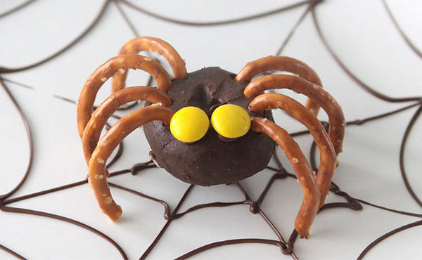 Halloween treats: Mini Doughnut Spiders