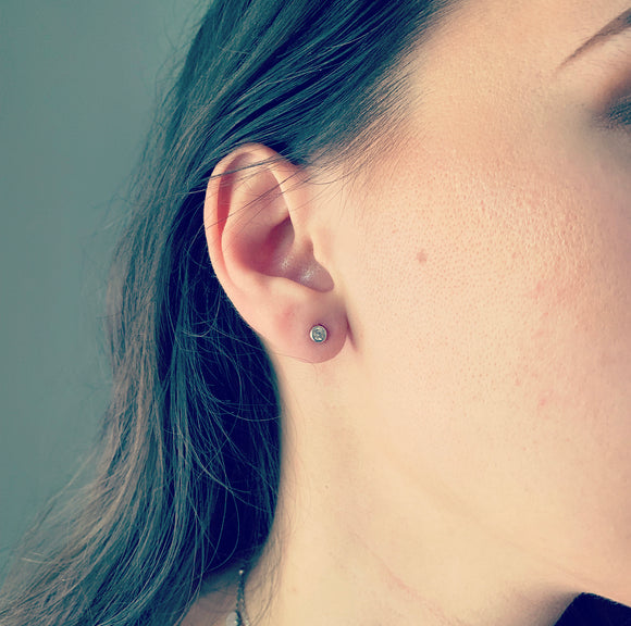 Glint Earrings (3 mm Stone)
