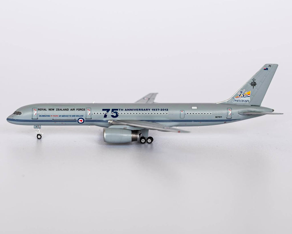 Royal New Zealand Air Force Boeing 757-200 NZ7571 75th Anniversary NG Model 53145 Scale 1:400