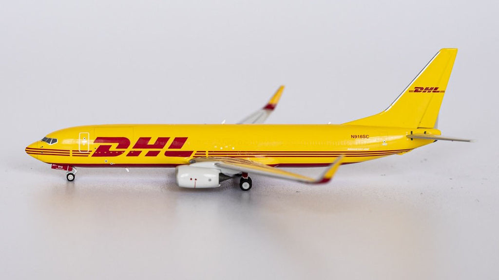 DHL Boeing 737-800BDSF N916SC NG Model 58066 Scale 1:400
