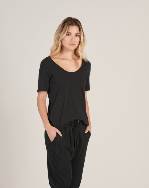 Black Organic Cotton Scoop Neck Tee by HOPE Made in the World - Jewel and Lotus