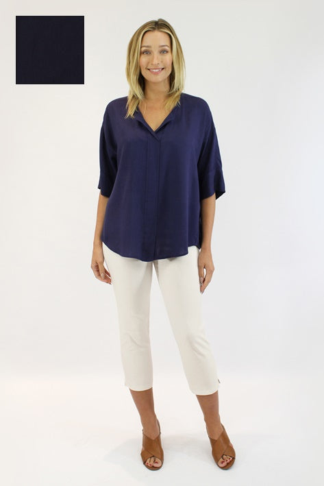 Capri Pants in Navy