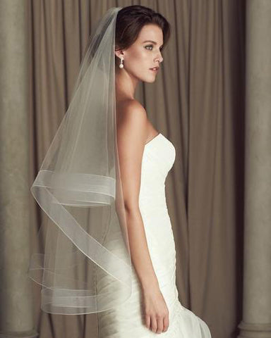 Two Tier Fingertip Horsehair Short Veil