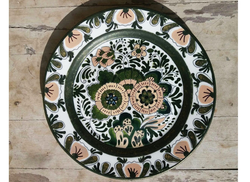 Attractive beige & black floral Dutch wall plate