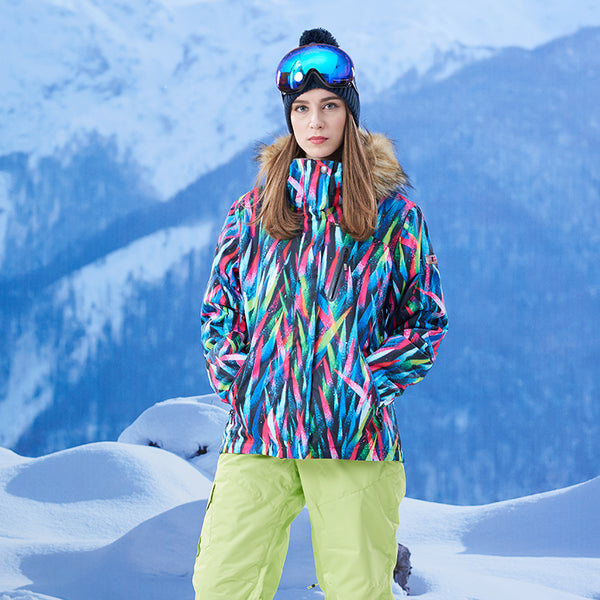 Gsou Snow Brand Women Fur Hooded Snowboard Jacket Skiing Jacket Model Front