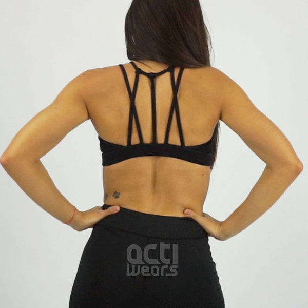 https://s3-us-west-2.amazonaws.com/ec-videoproducts/actiwears/black-essential-top.mp4