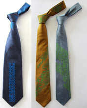 Zig zag indian douppion silk tie