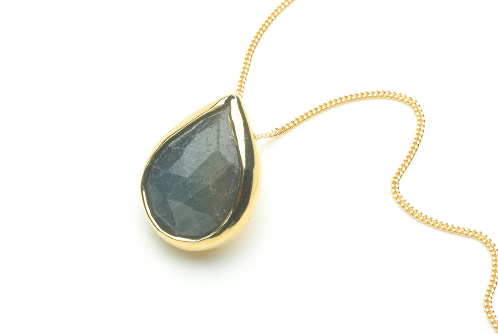 Grey Blue Sapphire Pendant set in 18 ct gold on gold chain
