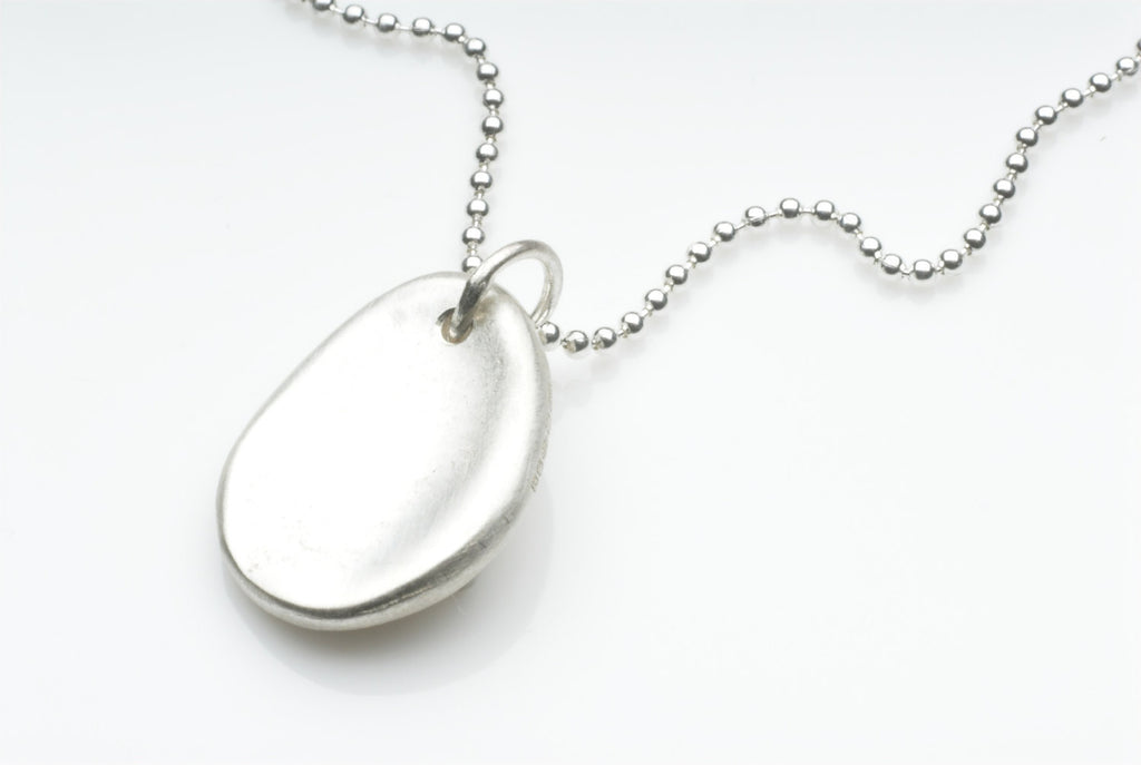 Silver anti anxiety jewelry. Organic shape silver pendant fiddle jewellery.