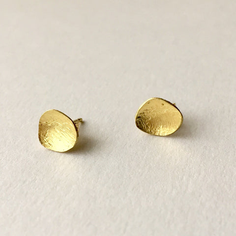 Organic shaped oval gold earrings.